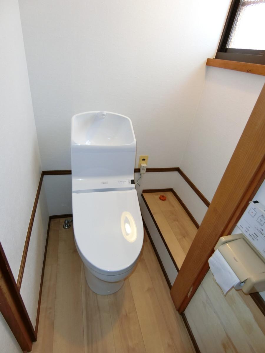 トイレ交換と内装工事